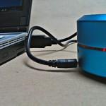 Der Fantec PS21BT hängt am Ladekabel