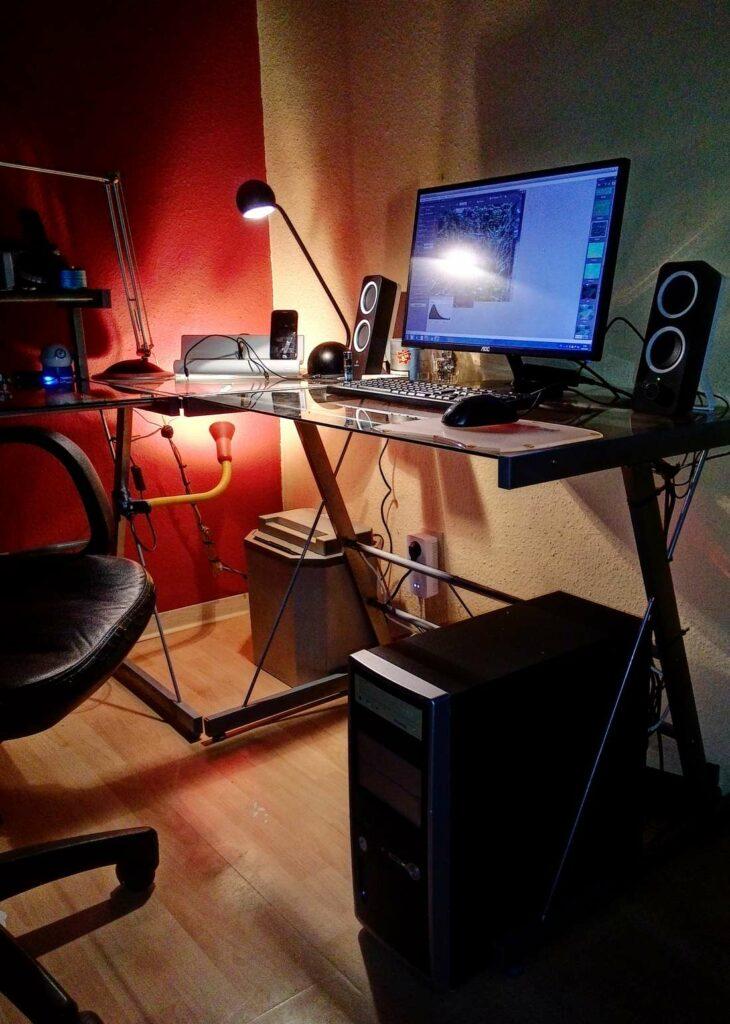 Arbeitsplatz, Computer, Schreibtisch, Monitor, Lautsprecher