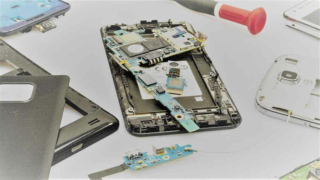 Wie aufwändig ist es ein defektes Smartphone zu reparieren? Zerlegtes Smartphone, Smartphone reparatur