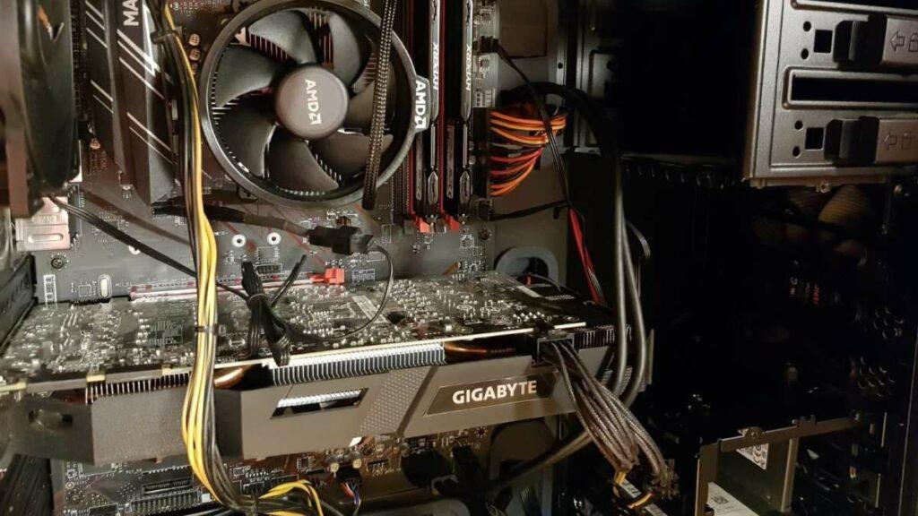 AMD Ryzen, RAM und MSI Mainboard in ein beQuiet Gehäuse eingebaut.