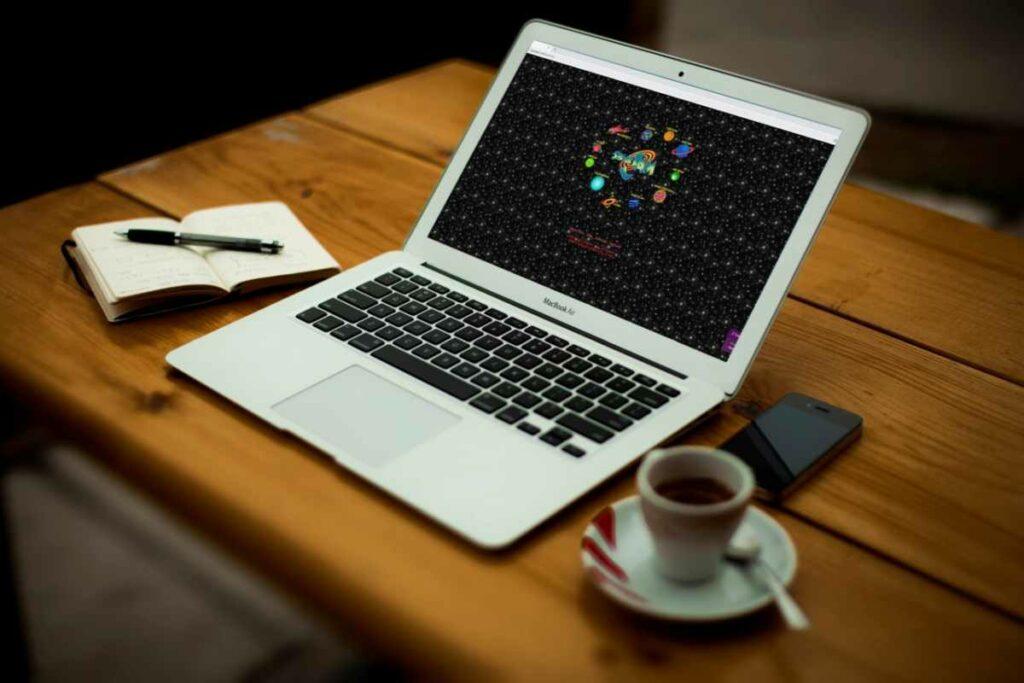 Space Jam Homepage auf Laptop